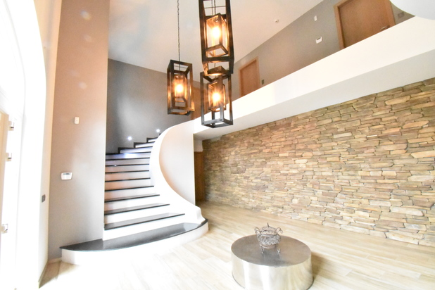 Superbe Villa avec jardin et piscine chauffée. Offre àpd 775.000€