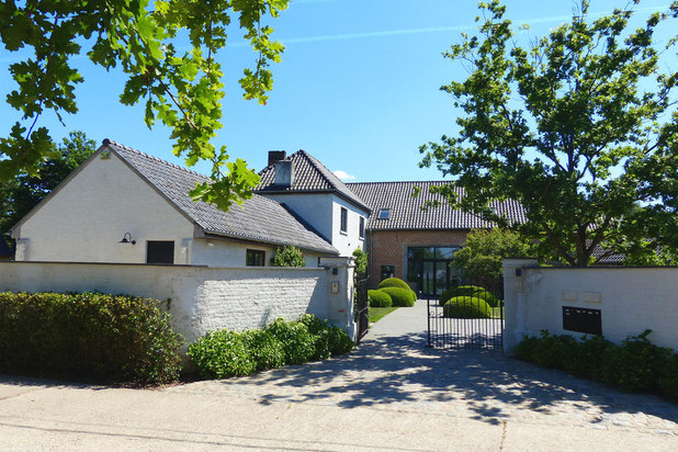 beautiful FARMHOUSE (1830) * completely renovated * 9,600 m2 (MEADOW + garden)